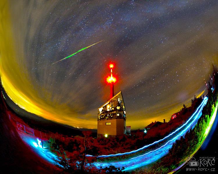 obrázek je kompilací 3 snímků z12. srpna 2013 pořízených na Lysé hoře